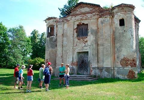 Кальвинский сбор, п. Первомайск – архитектурно-религиозный памятник оборонительного типа середины 16 века.